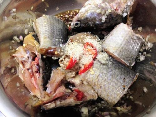 Cá kho theo cách này không bị tanh lại thơm ngon khó cưỡng - Ảnh 3