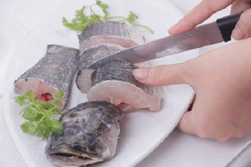Cá kho theo cách này không bị tanh lại thơm ngon khó cưỡng - Ảnh 1