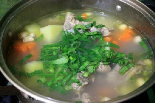 Cách nấu canh sườn hầm hạt sen tươi thơm ngon, bổ dưỡng - Ảnh 4