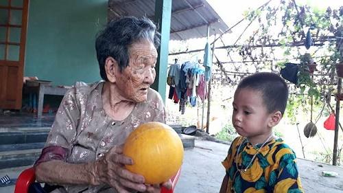 Thăm cụ bà Quảng Trị 102 tuổi sở hữu kho báu vô giá: 12 người con, 176 cháu nội ngoại - Ảnh 1