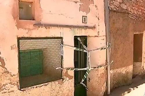 Tin tức đời sống mới nhất ngày 23/6/2019: Hai con giết mẹ già rồi đổ bê tông chôn xác trong tường gây rúng động - Ảnh 1