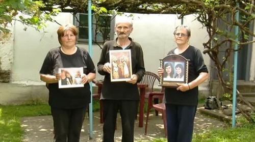 Cái chết bí ẩn của người mẹ cùng 2 con gái sinh đôi trong căn hộ khóa trái - Ảnh 2