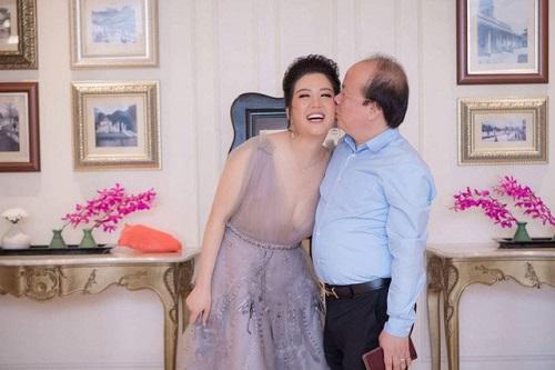 Những khoảnh khắc ngọt ngào của ca sĩ Đinh Hiền Anh và ông xã Thứ trưởng - Ảnh 6