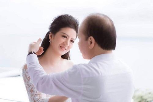 Những khoảnh khắc ngọt ngào của ca sĩ Đinh Hiền Anh và ông xã Thứ trưởng - Ảnh 2