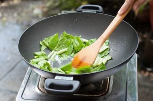 6 sai lầm cực kỳ nguy hiểm khi ăn rau xanh nhiều người mắc phải - Ảnh 2