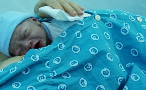 Tin tức đời sống mới nhất ngày 7/6/2019: Bé trai 3 tuổi bị liệt hai chân sau giấc ngủ trưa ở trường học - Ảnh 3