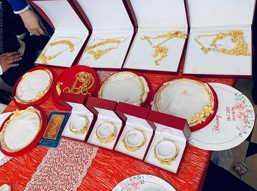 Xuất hiện thêm hình ảnh cô dâu vàng đeo trĩu cổ trong ngày cưới khiến dân mạng trầm trồ - Ảnh 3