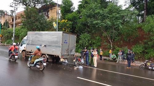 Tin tức tai nạn giao thông mới nhất hôm nay 4/7/2019: Ô tô tải chạy trái đường tông xe bán tải, 3 người thương vong - Ảnh 3