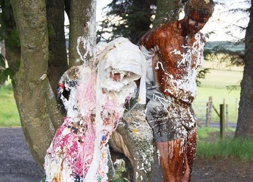 Bí ẩn vùng đất cô dâu khóc thét vì hứng đầy chất bẩn bốc mùi trong ngày cưới - Ảnh 3