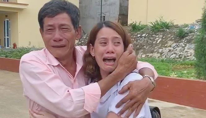 Nước mắt người mẹ già 83 tuổi gặp lại con gái sau 22 năm lưu lạc xứ người - Ảnh 2