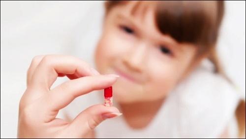 Có nên tự mua thuốc mỗi khi con ốm? - Ảnh 1