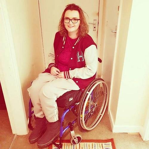 Sau đêm thức khuya xem tivi, cô gái 23 tuổi bị liệt vĩnh viễn - Ảnh 2