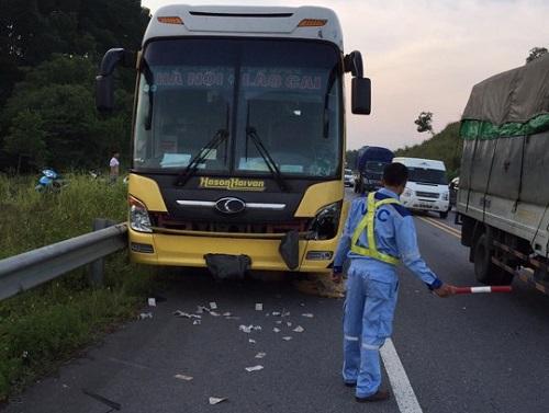 Tin tức tai nạn giao thông mới nhất ngày 12/8/2019: Tông đuôi container đang đứng trên cao tốc, tài xế tử vong trong cabin - Ảnh 3