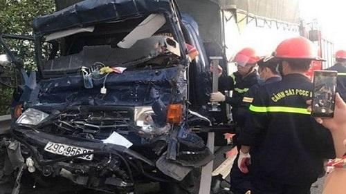 Tin tức tai nạn giao thông mới nhất ngày 12/8/2019: Tông đuôi container đang đứng trên cao tốc, tài xế tử vong trong cabin - Ảnh 1