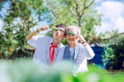 """Câu chuyện xúc động phía sau bộ ảnh """"nội tôi 89 tuổi mặc váy cưới"""" - Ảnh 11"""