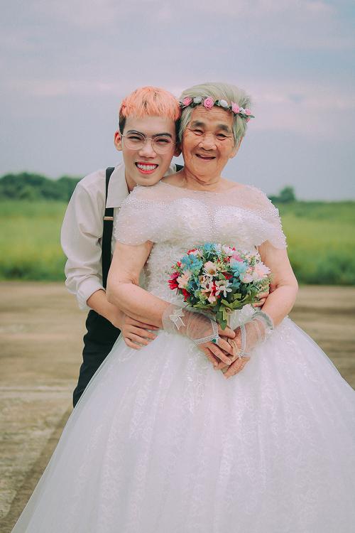 """Câu chuyện xúc động phía sau bộ ảnh """"nội tôi 89 tuổi mặc váy cưới"""" - Ảnh 1"""