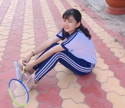 Chỉ một khoảnh khắc diện áo dài, nữ sinh Bình Thuận đã khiến dân mạng ngẩn ngơ thương nhớ - Ảnh 3