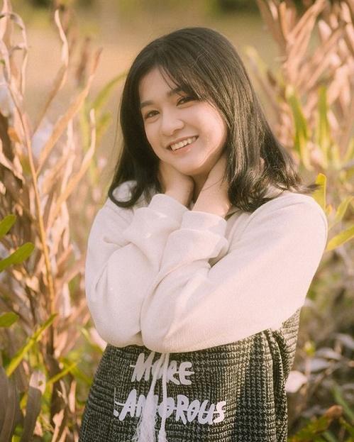 Chỉ một khoảnh khắc diện áo dài, nữ sinh Bình Thuận đã khiến dân mạng ngẩn ngơ thương nhớ - Ảnh 9