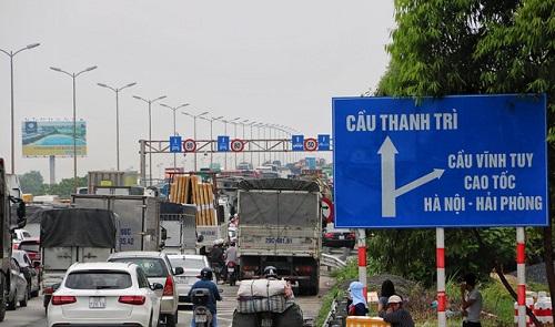 Tai nạn liên hoàn 6 ô tô trên cầu Thanh Trì, giao thông ùn tắc hàng cây số - Ảnh 4