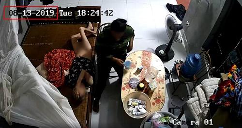 Xôn xao clip cụ bà nằm liệt giường bị người giúp việc bóp mồm đổ sữa, đánh đập dã man - Ảnh 2