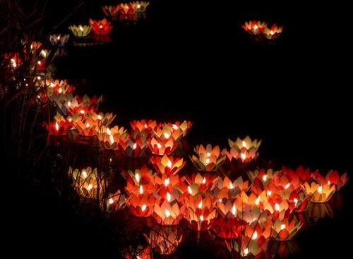 Độc đáo phong tục đón lễ Vu Lan ở các nước trên thế giới - Ảnh 2