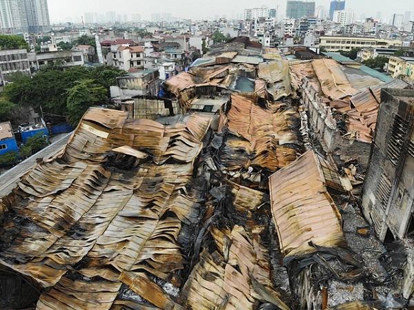 Vụ cháy công ty Rạng Đông: Mở thêm đường để đưa phế thải ra ngoài nhanh hơn - Ảnh 1