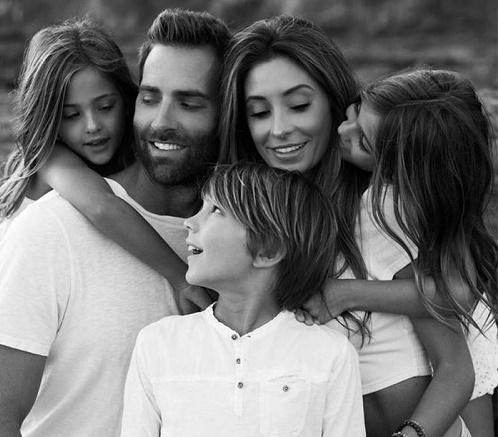 Mới 9 tuổi, cặp song sinh đẹp nhất thế giới đã kiếm được hàng triệu đô la mỗi năm - Ảnh 4