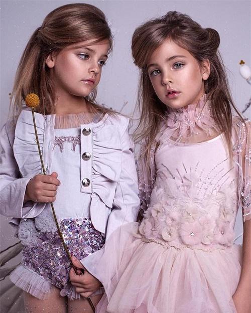 Mới 9 tuổi, cặp song sinh đẹp nhất thế giới đã kiếm được hàng triệu đô la mỗi năm - Ảnh 6