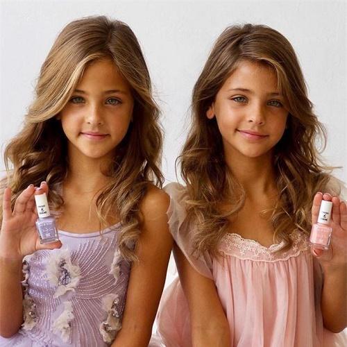 Mới 9 tuổi, cặp song sinh đẹp nhất thế giới đã kiếm được hàng triệu đô la mỗi năm - Ảnh 9