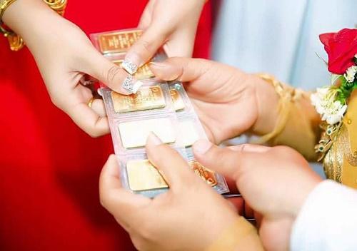 Bộ ảnh cô dâu miền Tây đeo vàng trĩu nặng trong đám cưới bất ngờ gây sốt trở lại - Ảnh 4