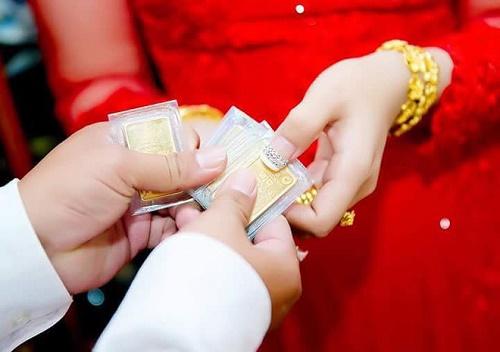 Bộ ảnh cô dâu miền Tây đeo vàng trĩu nặng trong đám cưới bất ngờ gây sốt trở lại - Ảnh 5