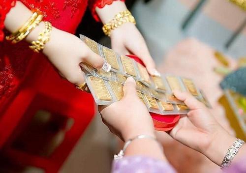 Bộ ảnh cô dâu miền Tây đeo vàng trĩu nặng trong đám cưới bất ngờ gây sốt trở lại - Ảnh 6