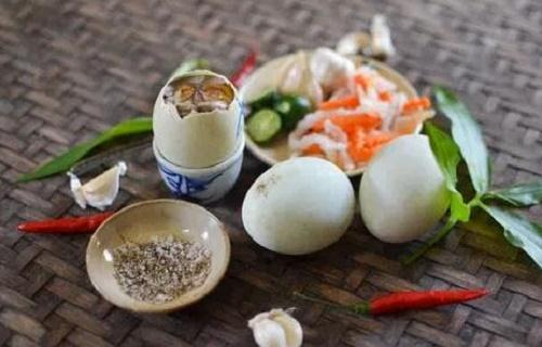 Tác dụng bất ngờ của việc ăn trứng vịt lộn vào buổi sáng - Ảnh 1
