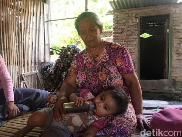Không đủ tiền mua sữa, cha mẹ nuôi còn bằng 1,5 lít cà phê mỗi ngày - Ảnh 2