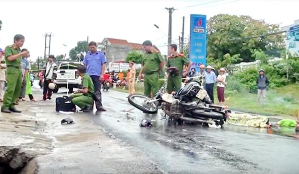 Tin tức tai nạn giao thông mới nhất ngày 27/9/2019: Tự lao xe 3 bánh vào lan can cầu Vĩnh Tuy, 9X tử vong - Ảnh 3