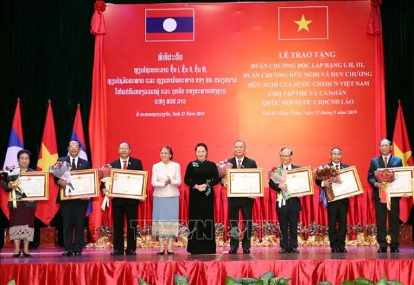 Trao tặng Huân, Huy chương của Nhà nước Việt Nam cho tập thể, cá nhân của Quốc hội Lào - Ảnh 2