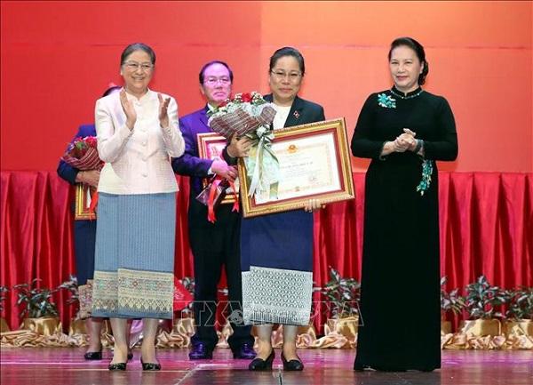 Trao tặng Huân, Huy chương của Nhà nước Việt Nam cho tập thể, cá nhân của Quốc hội Lào - Ảnh 1