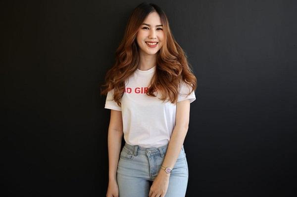 """Cận cảnh vẻ đẹp nóng bỏng """"đốt mắt"""" người nhìn của bạn gái tiền đạo U23 Thái Lan - Ảnh 4"""