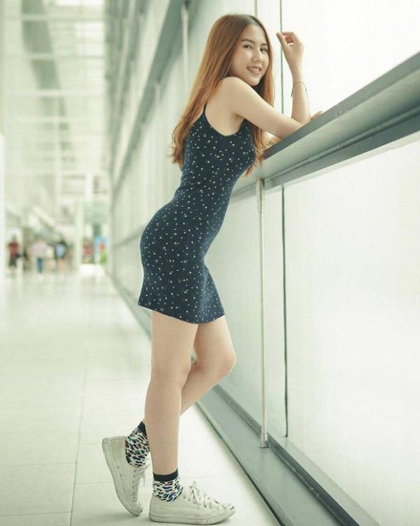 """Cận cảnh vẻ đẹp nóng bỏng """"đốt mắt"""" người nhìn của bạn gái tiền đạo U23 Thái Lan - Ảnh 7"""