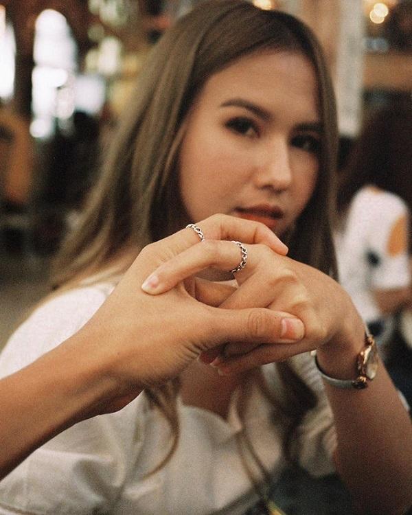 """Cận cảnh vẻ đẹp nóng bỏng """"đốt mắt"""" người nhìn của bạn gái tiền đạo U23 Thái Lan - Ảnh 3"""