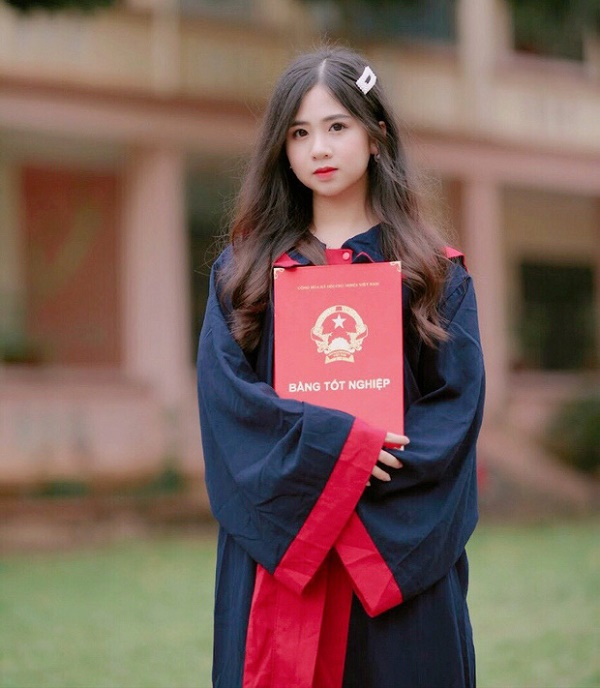Tân nữ sinh Đại học Luật khiến dân mạng ngẩn ngơ vì vẻ đẹp ngây thơ - Ảnh 4