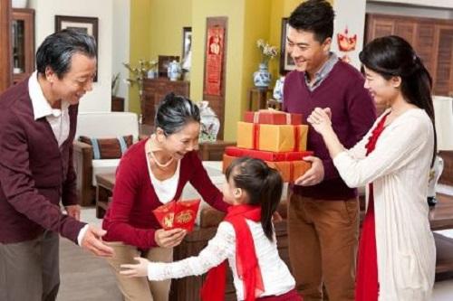 """Nên tặng quà Tết gì cho bố mẹ vợ để trở thành """"chàng rể quý"""" - Ảnh 2"""