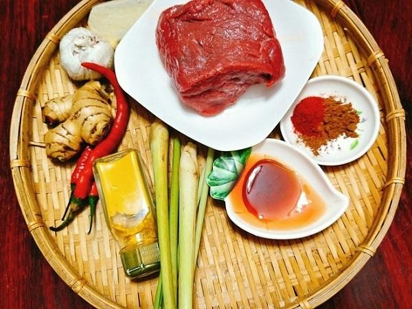 Sợ mua hàng không đảm bảo chất lượng, mẹ vào bếp làm bò khô siêu hấp dẫn đãi khách ngày Tết - Ảnh 1
