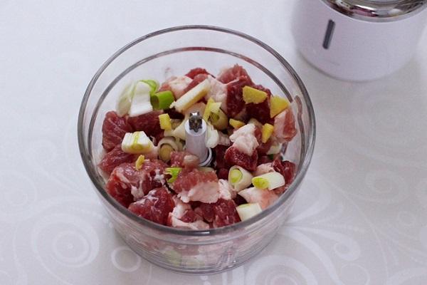 Nhìn qua tưởng món thịt viên thông thường nhưng ăn thử thì bất ngờ vì quá ngon - Ảnh 2