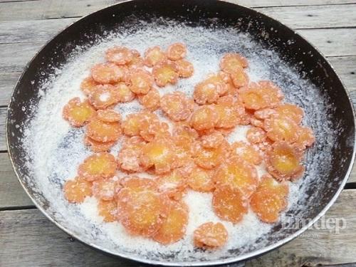 Cách làm mứt cà rốt bằng nước vôi trong vừa nhanh, vừa dẻo ai ăn cũng mê - Ảnh 3