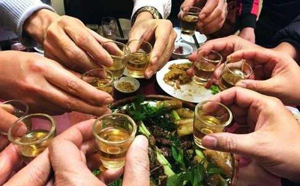 Thói quen uống rượu bia của người Việt: Không phải văn hóa mà là tệ nạn! - Ảnh 1