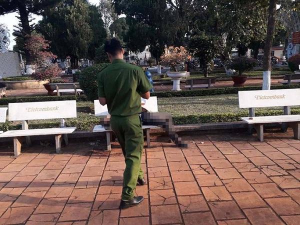 Tá hỏa phát hiện người đàn ông tử vong trên ghế đá hoa viên ở Đắk Lắk - Ảnh 1