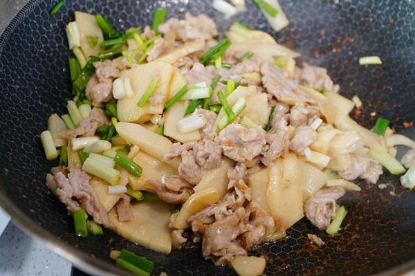 Đầu năm bận rộn, làm món thịt xào măng đơn giản, cả nhà ăn xì xụp khen ngon - Ảnh 4