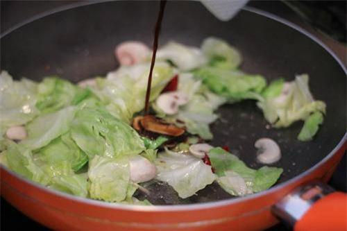 Bắp cải xào thịt mãi cũng chán, cho thêm thứ này vừa lạ miệng lại giàu dinh dưỡng - Ảnh 2