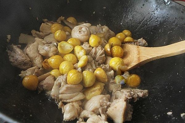 Hạt dẻ đang vào mùa làm ngay món ngon này đảm bảo ai cũng ăn vài bát cơm - Ảnh 5
